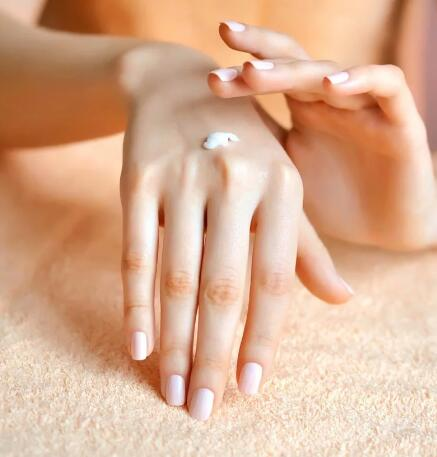 想拥有丝滑柔嫩的双手?坚持这5个方法你也可以!