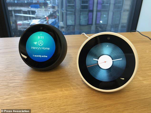 亚马逊在英国发行最新款智能音响Echo Spot,售价为119.99英镑(约合人民币1063元)。Echo Spot作为最新款智能音响,可当智能闹钟,还配有虚拟助手Alexa。该款音响比大多数智能设备都要小,有一个圆形屏幕。