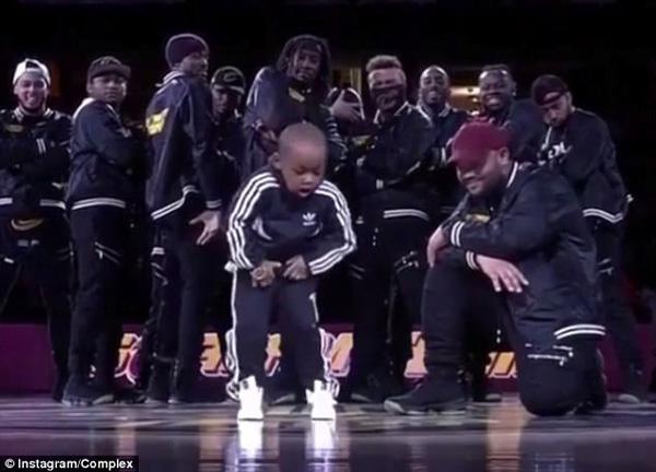 酷炫!美5岁小舞者嘻哈表演嗨翻全场