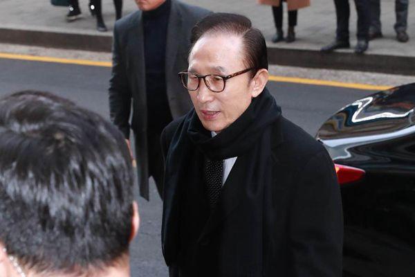 """韩国前总统李明博就""""私设秘密基金""""接受调查"""