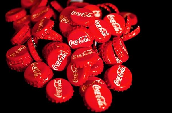 吃货心头爱:日本再推新可乐 酸爽桃子味