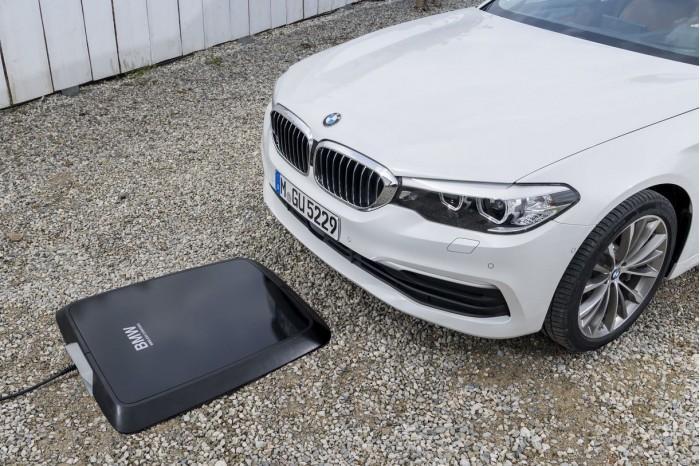 宝马宣布无线充电板将在美国市场推出