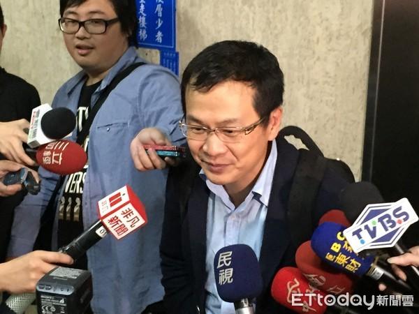 新金沙娱乐平台:弃选台北市长改挺丁守中_罗智强说他最有可能打败柯文哲