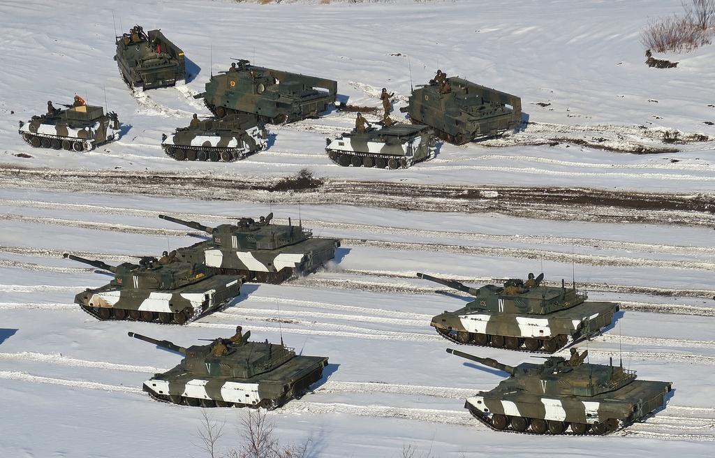 日本唯一の戦車連隊、北海道で訓...