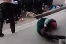 尼日利亚学生排队接受鞭打