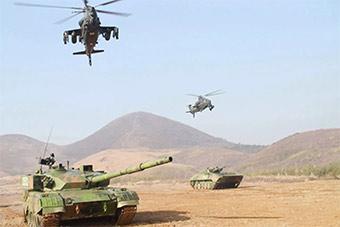 东部战区坦克武直地空协同演练很震撼