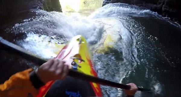 英皮艇爱好者顺39米高瀑布滑下创纪录