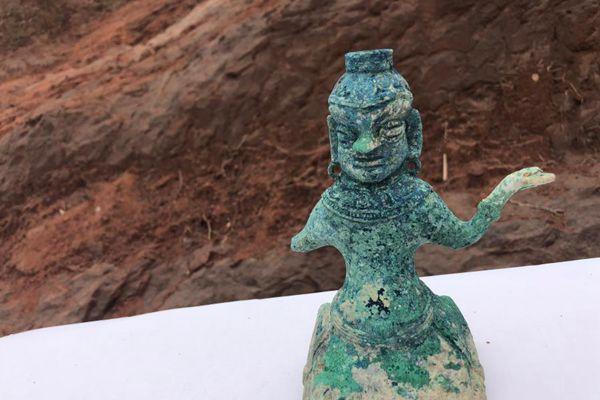 """成都发现大型汉晋南北朝崖墓群 内含""""西域风""""铜像"""