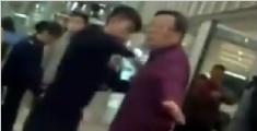女子拒绝安检大骂民警下三滥 称以后不回中国了