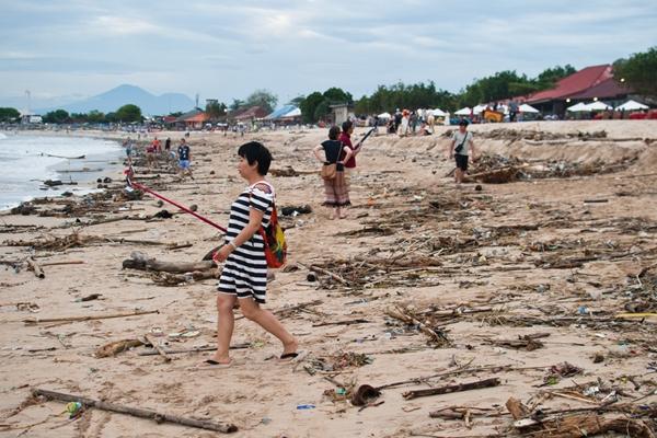 说好的度假天堂呢?印尼巴厘岛海滩垃圾遍地环境堪忧