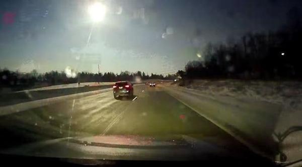罕见!火流星横扫美国密歇根州 陨石坠地引发地震