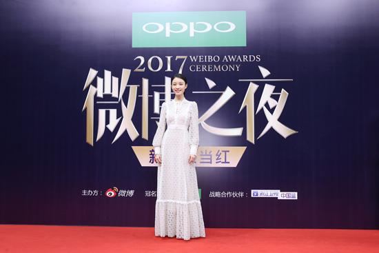 倪妮西装配长裙造型惊艳  斩获微博年度女神称号