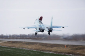 俄军战机在乡间小路起降