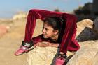 加沙女孩表演超凡柔术