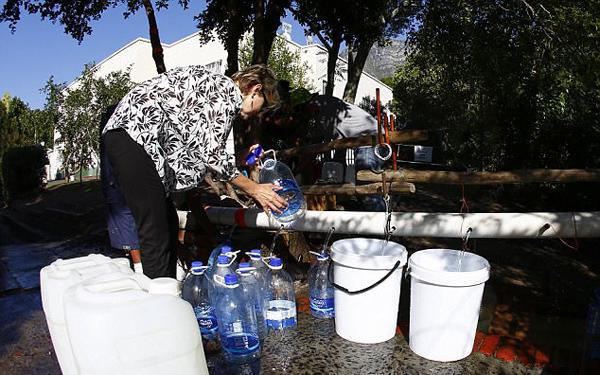南非开普敦将成首个水资源枯竭大城市 三月后无水
