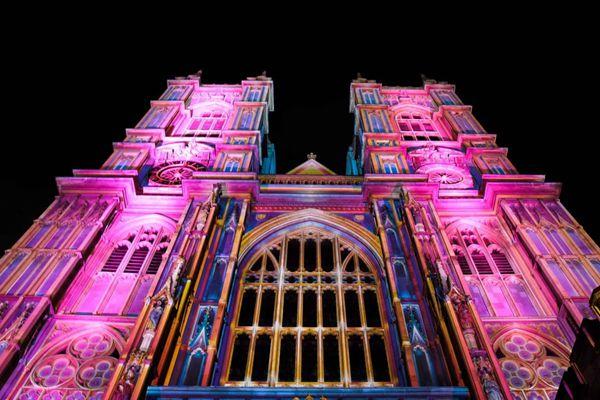 英国伦敦艺术节开幕 灯光秀点亮城市夜景