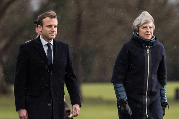 马克龙赴英国参加英法峰会 与特雷莎·梅会晤
