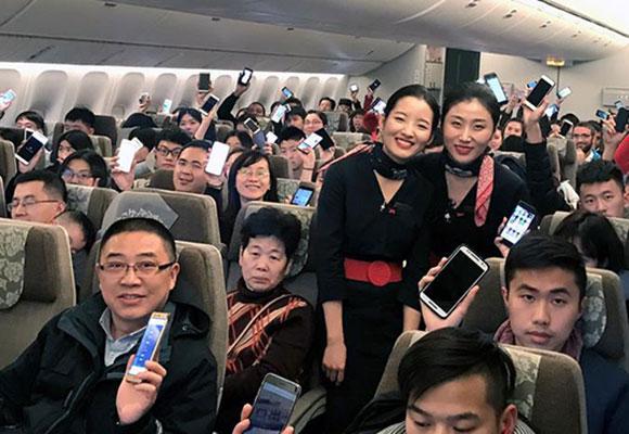 国内旅客可在飞机用手机 多个航空公司乘客体验