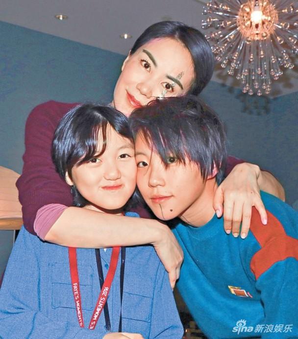王菲与女儿窦靖童及李嫣