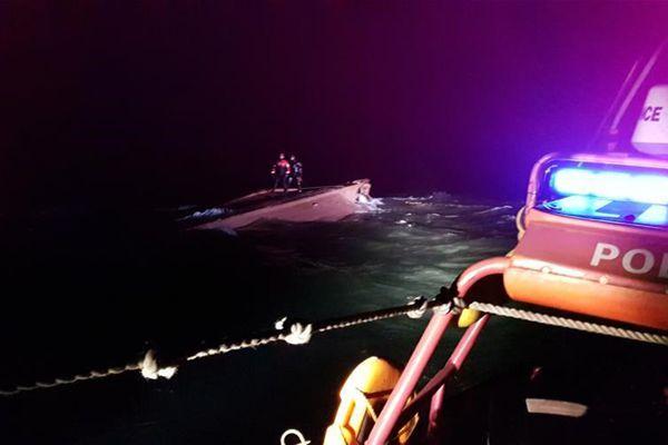 疑似中国渔船在韩海域倾覆 已发现三名遇难船员遗体