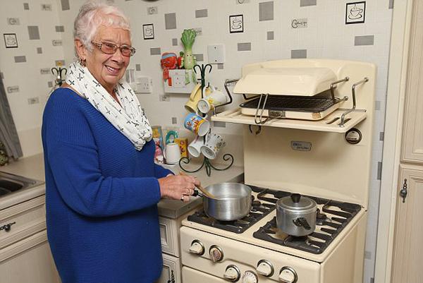 """罕见!英国一""""古董""""烤箱已使用59年 仍正常工作"""