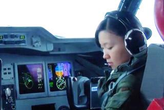 日本US-2水上飞机内部画面公开 飞行员还是女兵