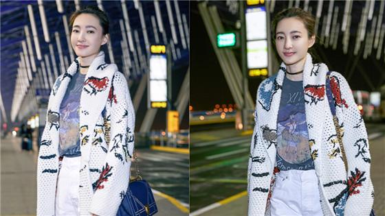 王丽坤素色穿搭清新自然
