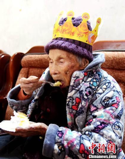 广西都安瑶族寿星欢度120周岁生日