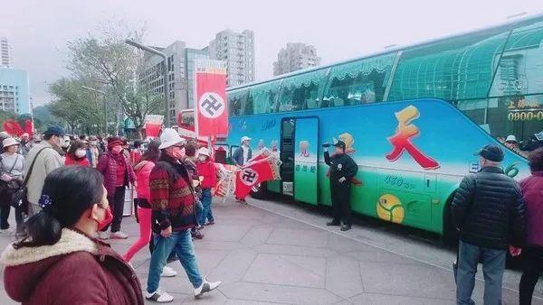 重庆时时彩开奖app:台北101惊现群体举纳粹旗帜游行_游客傻眼!
