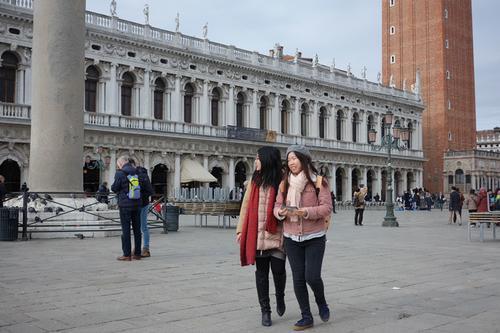 """法媒:中国客拥抱""""佛系旅游"""" 中欧出手了"""
