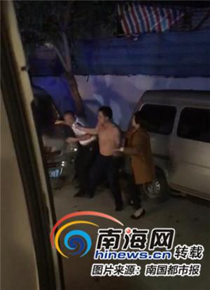 海口救护车救人遭遇寒心一幕:患者丈夫借酒意拳打脚踢司机