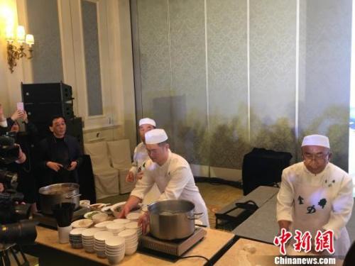 """英媒:台湾""""川味""""牛肉面改变台饮食文化"""