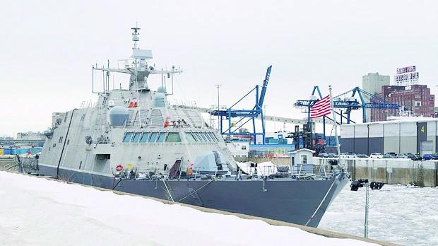 """美最新战舰""""冻""""在加拿大 服役前曾请牧师祈祷"""