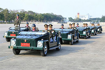 泰国阅兵检阅车造型相当独特