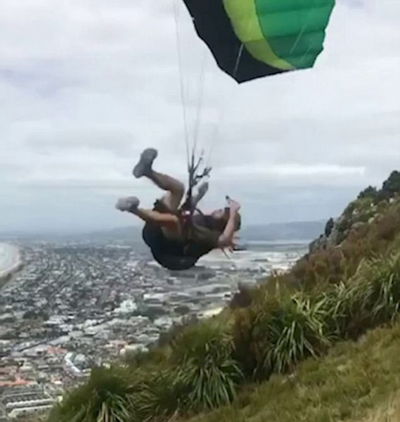 新西兰滑翔伞运动员山顶遇强风被猛摔地面