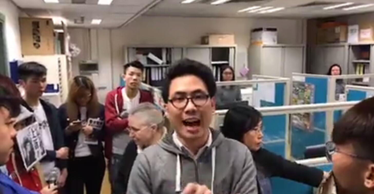 尬!带头不学普通话还恐吓老师的香港大学生,来内地实习了!