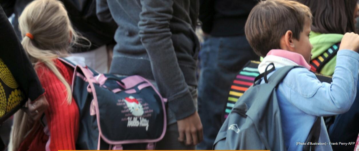 背着沙袋去上学!德国学校为控多动症使用灌沙外套引争议