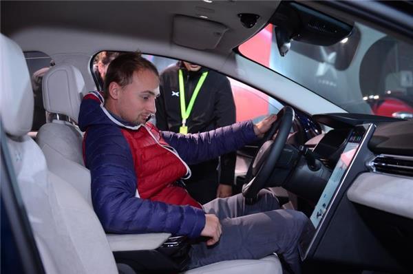 何小鹏谈互联网汽车造车四要素,众多互联网大佬为小鹏汽车点赞