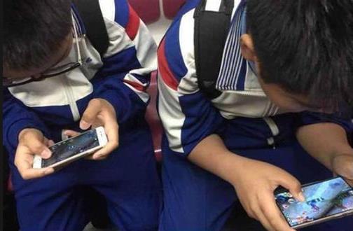 """寒假""""手游""""课程表走红网络,调查称六成14岁儿童关注网游"""