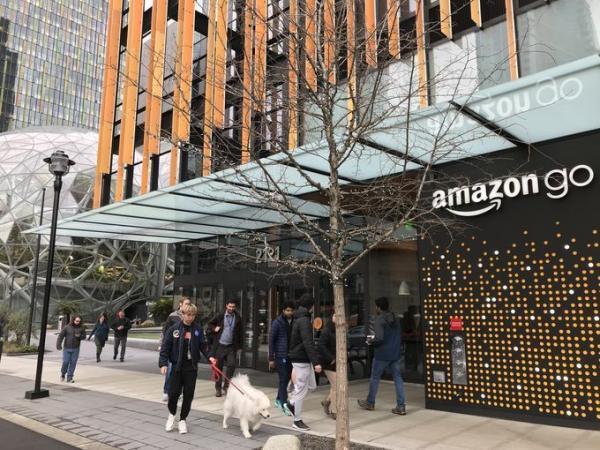 亚马逊无人店开业:有人购物到结账用时不到一分钟
