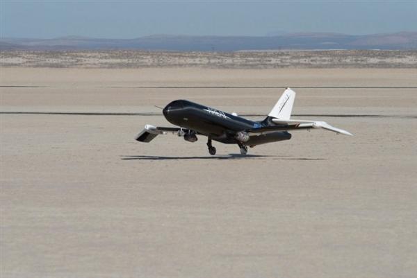 美国宇航局研制超级战机:记忆合金造折叠机翼