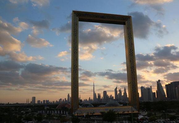 """真的""""金拱门"""" 迪拜斥资3亿元打造新地标"""