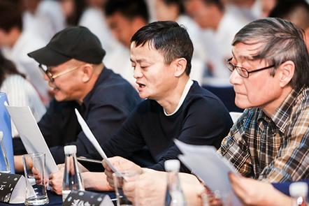 马云和百名获奖乡村教师重回课堂