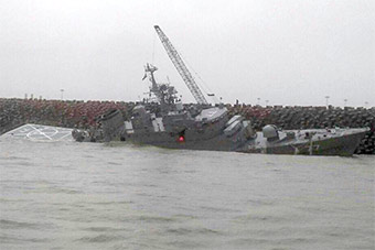 伊朗海军最大军舰搁浅里海受损严重图曝光