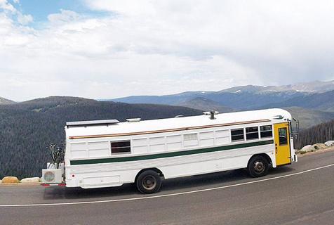 夫妇将二手公交改成房车带宝宝环游美国