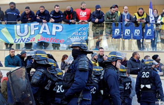 法国狱警抗议活动进入第二周 130多座监狱被封锁