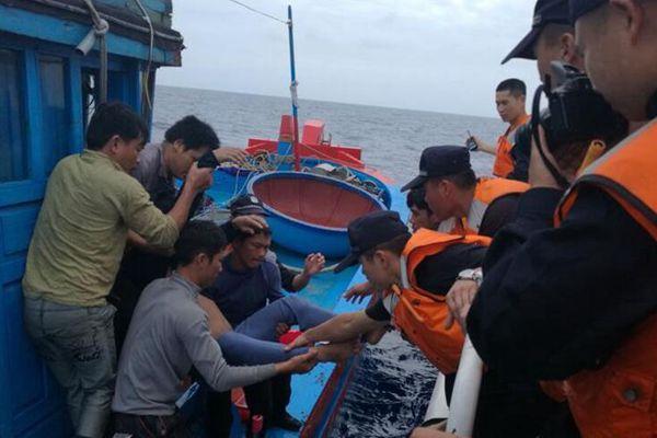 中国成功救助一名在西沙海域突发重病越籍渔民