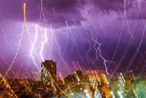 大自然放大招!巴西索罗卡巴闪电震撼人心