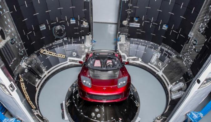 SpaceX猎鹰重型火箭完成点火测试 一周后将升空
