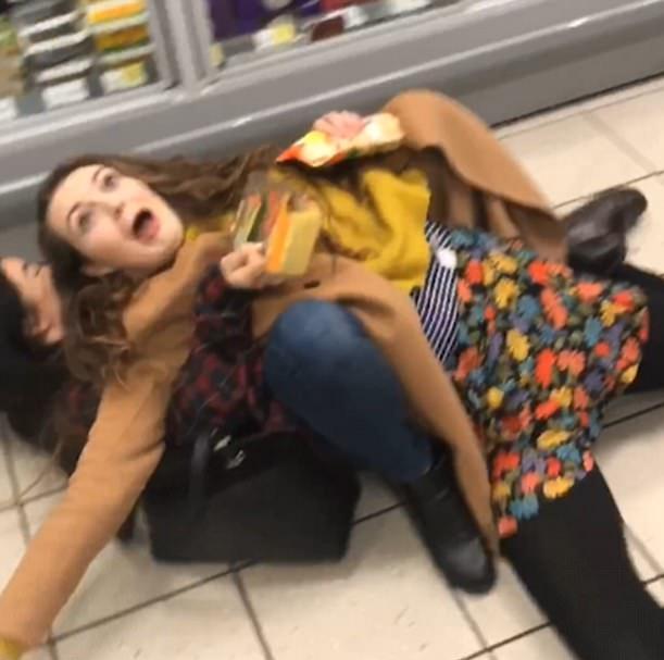 伦敦三女孩信任跌,英国脱欧 伦敦大跌
